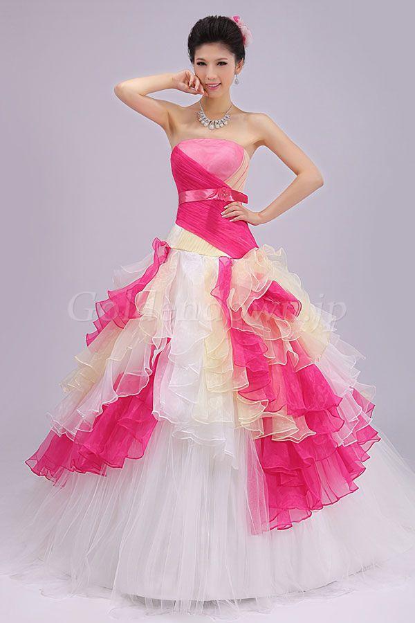 948104881f4c9 おめでたい結婚式にお呼ばれるときに、きちんとな結婚式ドレスで行きましょう!銀のピアス、白のバック、薄いブルーの羽織物やパールの羽織物などをあわせました。
