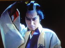 「新必殺仕事人」三味線屋勇次で活躍、故山田五十鈴さんと親子共演もありました。 三味線の糸で相手を仕留めました。 「仕切人」でも活躍、主題歌「櫻の花のように」も